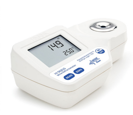 HI96816 Digital Refractometer for Potential Alcohol (% V/V) Analysis in Wine, Must and Juice Accord